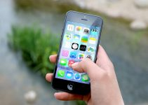 Positive and negative effects of mobile phones - Essay and speech