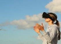 Positive and negative effects of virtual reality